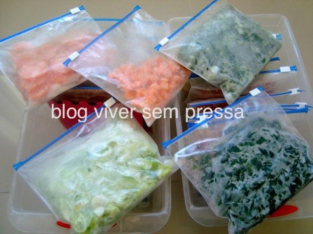Mais uma foto com outros alimentos (alho poró, cebolinha, salsinha e cenoura).