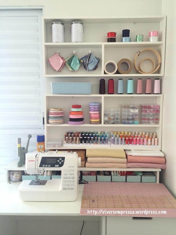 Aqui está o atelier montado com todas as coisas no seu devido lugar.