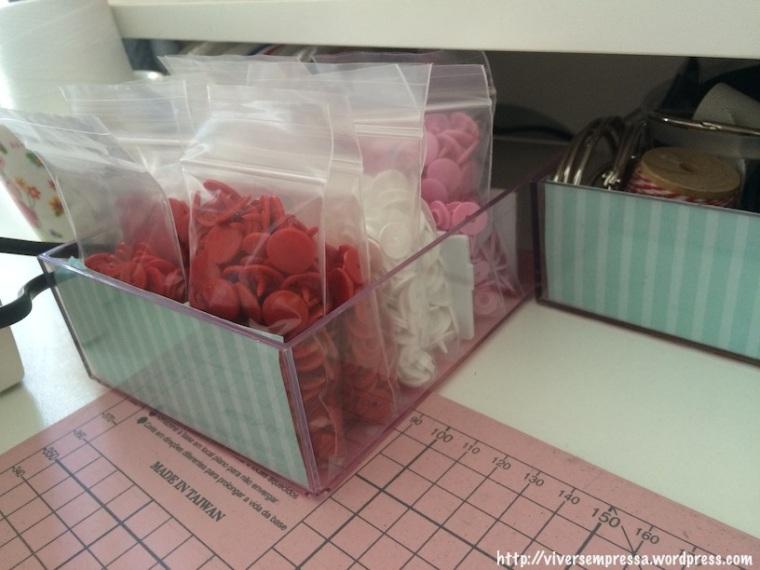 E finalmente a última foto. Os botões tic tac também ficam guardados nas caixinhas, separados em saquinhos plásticos.