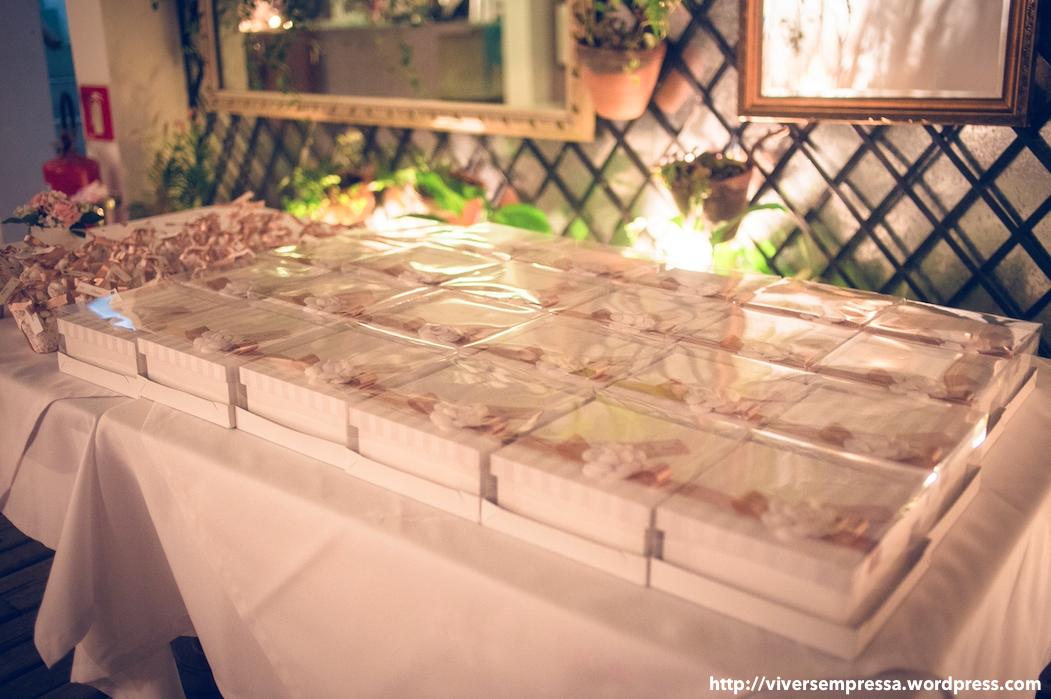 mini wedding macarons 1.png