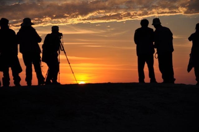 pessoas-tirando-fotos-do-por-do-sol